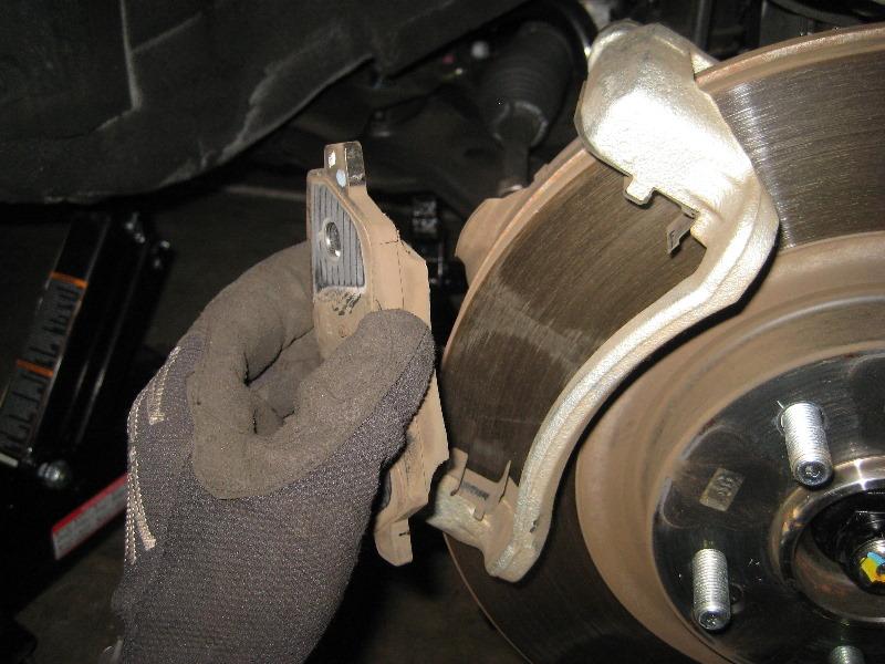 Замена тормозных колодок Киа Соренто